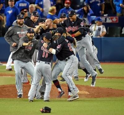 Los Cubs no van a entregar la Serie: ganan y se aferran