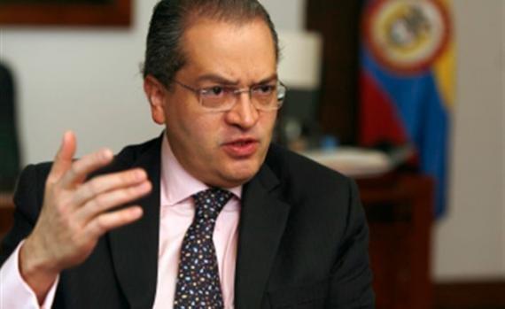Fernando Carrillo es elegido como candidato a Procurador General