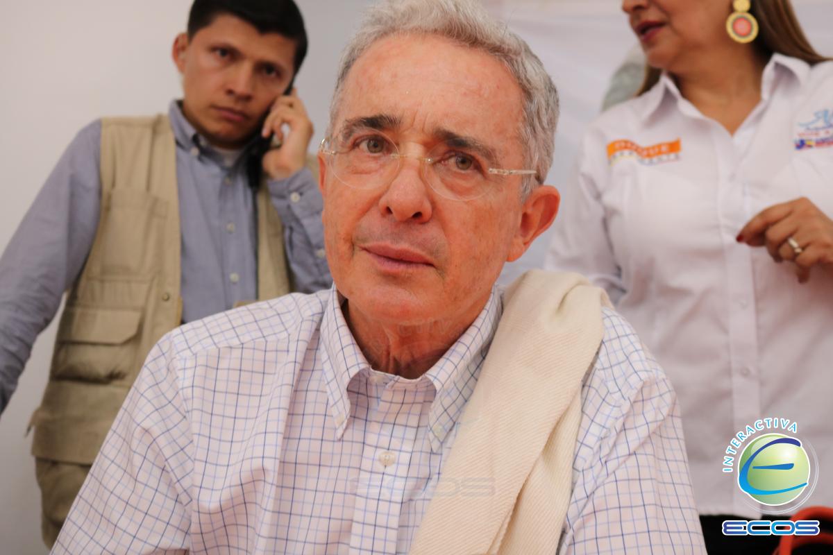 Corte Suprema colombiana suspendió proceso contra Uribe
