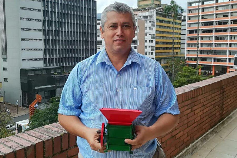 Javier Gonzales, propietario de Réplicas Anzola