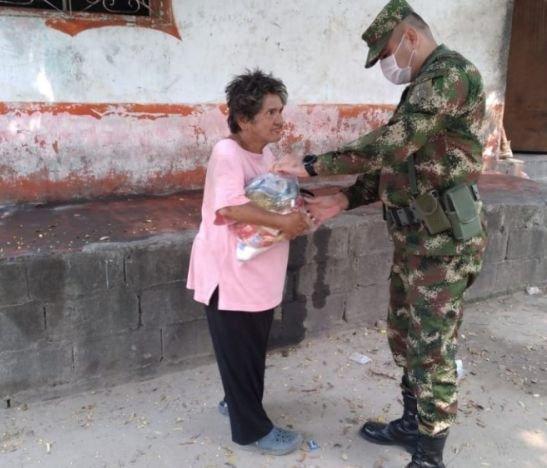 Personal de la Sexta Brigada está entregando ayudas a poblaciones vulnerables