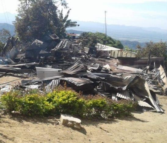 Llegamos a la vereda El Rubí en San Juan de la China, en donde un incendio estructural acabó la vivienda de Lizeth Varón y su familia, hacemos el llamado a la solidaridad de los ibaguereños para que vuelva a surgir la esperanza de las cenizas