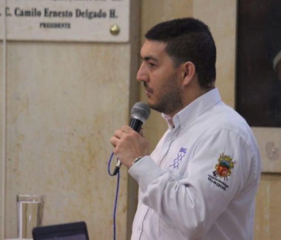 """""""Los ingresos esperados no corresponden a los gastos que están comprometiendo"""": Luis Felipe Aranzales"""