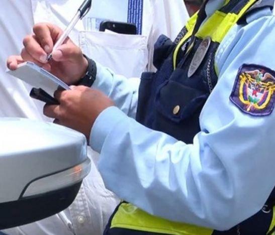 Otro agente de tránsito estaría en problemas por aparente procedimiento irregular