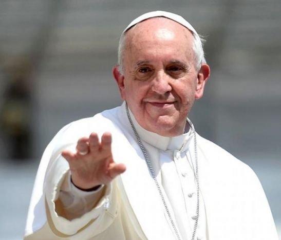 """""""Redescubramos que la vida no sirve si no se sirve"""": Papa Francisco"""