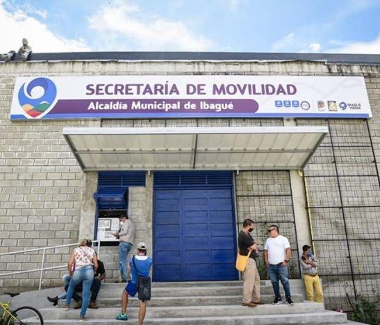 Presuntos estafadores estarían engañando en la Secretaría de Movilidad