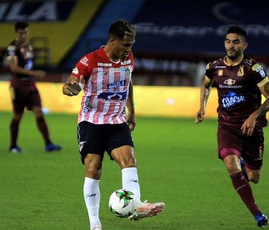 Atlético Junior amenaza con no presentarse al partido del domingo en el estadio de Techo