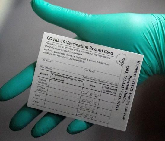 Identificaron a un hombre que falsifica carnet en las afueras de un punto de vacunación