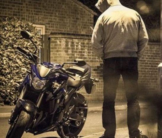 Delincuentes se robaron una moto en el Jordán