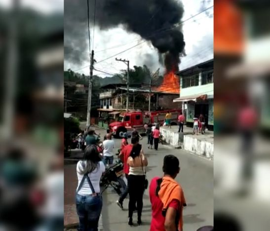 Voraz incendio estructural consumió una vivienda en el sur de Ibagué