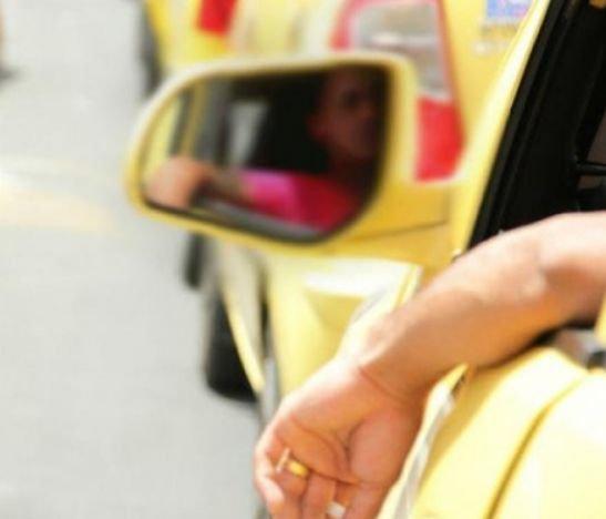 Taxista se quedó con una plata y dijo que lo habían robado