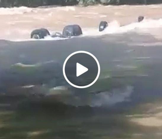 Conductor de un tracto camión murió al caer con su vehículo a las corrientosas aguas del río Saldaña