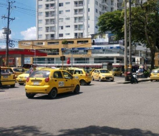 Taxistas protestan esta hora en Ibagué