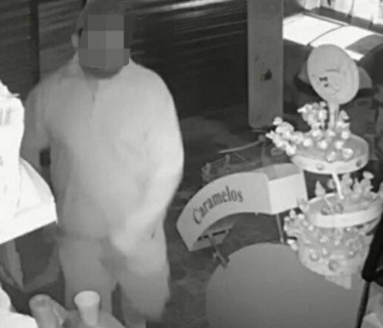 Delincuente ingresó a una panadería y se robó el dinero de la caja registradora