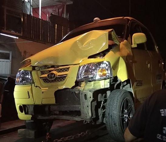 Fuerte choque vehicular se presentó por el sector del parque del Mohán