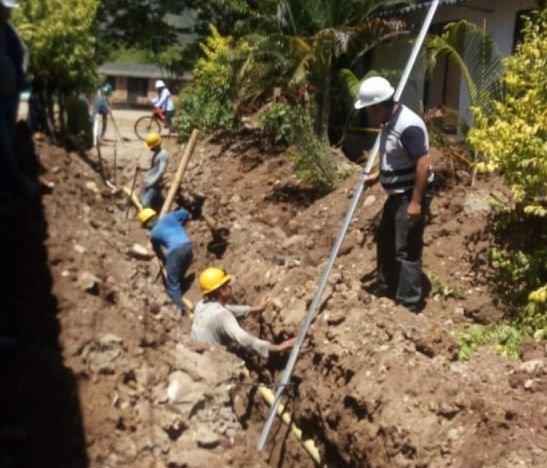 Obras de construcción del alcantarillado en Ataco avanzan en un 57%