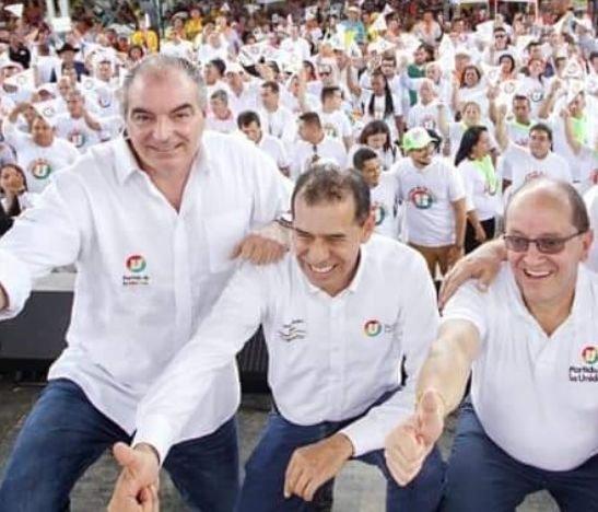 """Los colombianos deben recibir y perdonar a los exguerrilleros, que digan la verdad y que una catástrofe de 50 años de sangre no se vuelva a repetir"""": Aurelio Iragorri"""