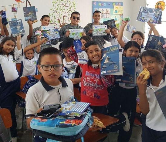 160 niños recibieron con alegría a la Fuerza Aérea Colombiana en Girardot