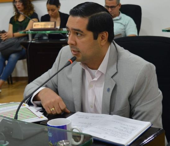 """""""Necesitamos brindarles todo el apoyo y acompañamiento a los profesionales de la salud"""": diputado Carlos Ramírez"""