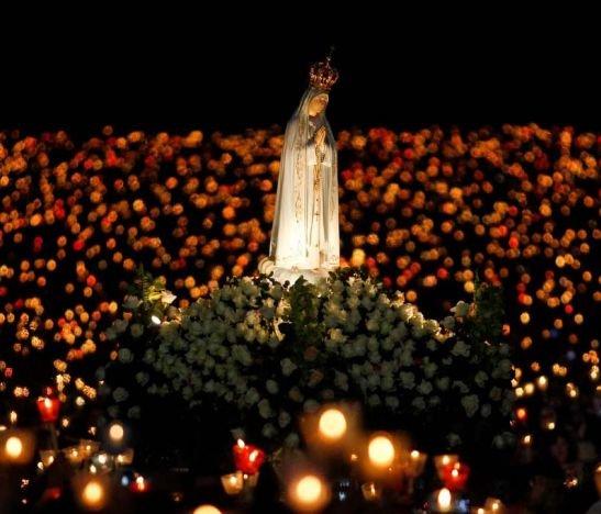 Un 13 de Mayo La Virgen de Fátima, se apareció en Cova de Iría