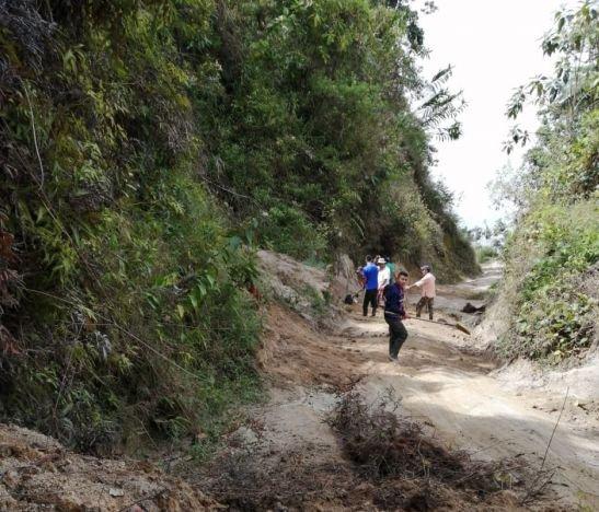 Comunidades campesinas del sector  Ambalá – China Alta afectadas por mal estado de la vía