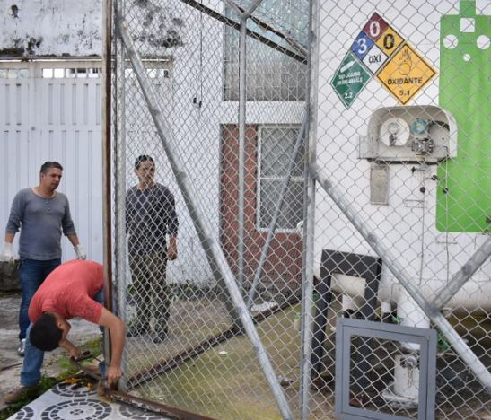 Ordenan retirar cilindro de oxígeno instalado de manera ilegal en una calle de Piedra Pintada