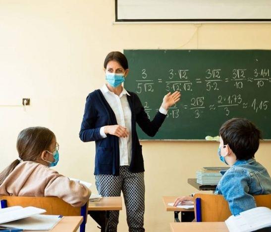 Docentes deberán asistir a clases presenciales o no recibirán salario