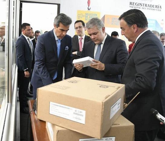 Queremos que el 27 de octubre ganen Colombia y la democracia: Presidente Duque