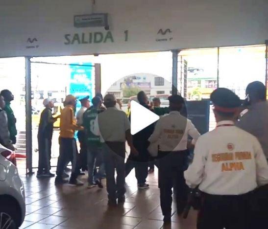 Desmanes a las afueras de Multicentro por presencia de hinchas del Tolima y Cali