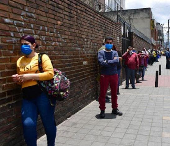 El 56,5% de los colombianos creen que la situación económica del hogar es cada vez es peor