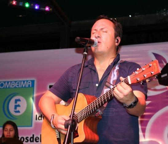 Mauricio & Palo de Agua en concierto con Ecos del Combeima en el Tereque