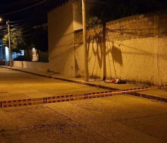 Pelea entre habitantes de la calle dejó a uno de ellos muerto