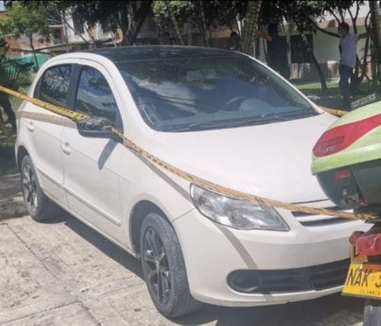 Sujetos armados se robaron un automóvil y retuvieron a los ocupantes para desocuparles las cuentas