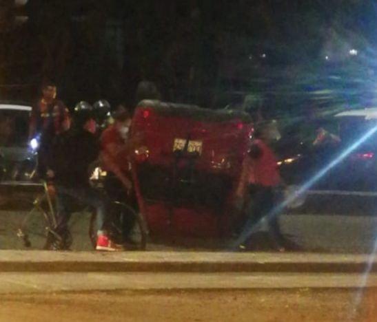 Automóvil se volcó anoche en la carrera 5ª