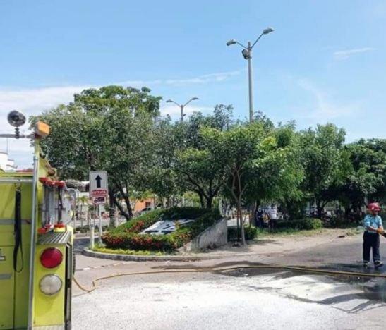 Se incendió un taxi en el terminal del municipio de El Espinal