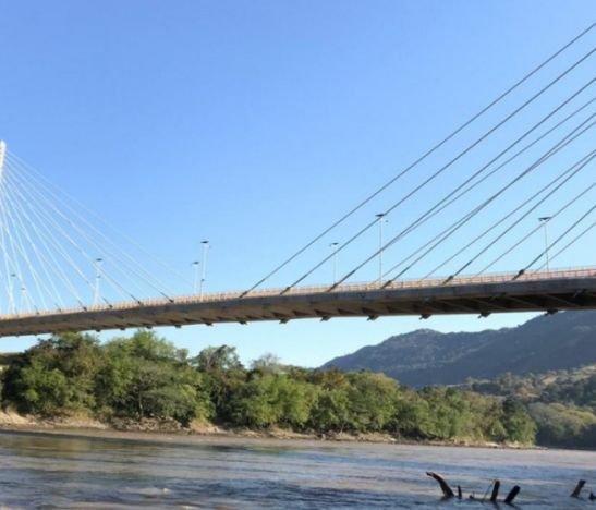 Ciudadano se arrojó desde un puente al río Magdalena en el norte del Tolima