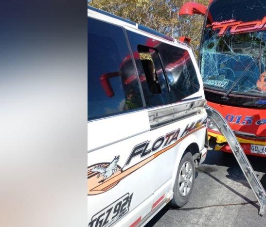 Varios heridos dejó el accidente de dos vehículos de servicio público esta mañana en Ibagué