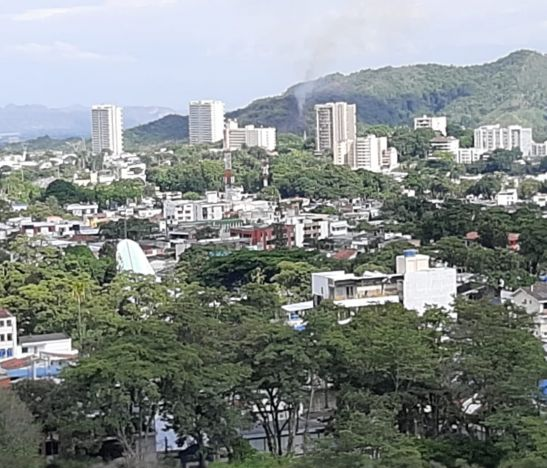 Incendio forestal causó preocupación en sector de los cerros cercanos a la variante de Ibagué