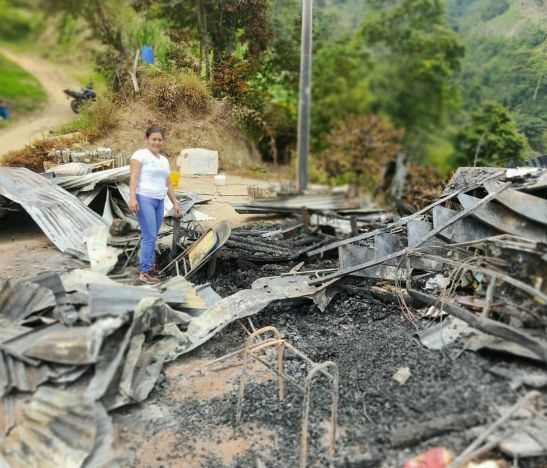Familia de la Vereda El Rubí en zona rural de Ibagué, perdió todos sus bienes y necesita de nuestra ayuda