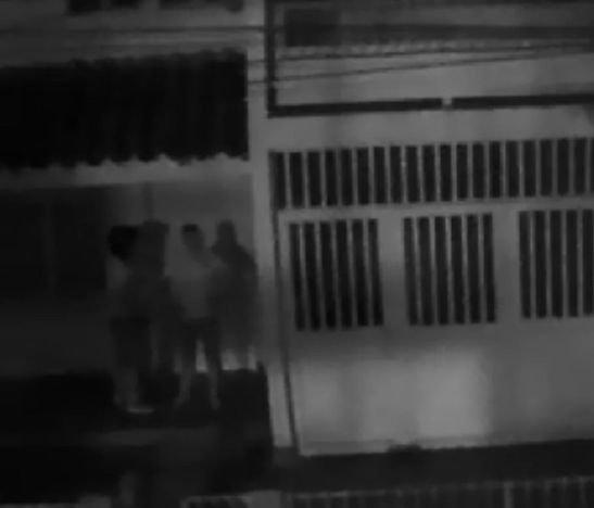 En video: Ladrones no pueden abrir puerta en el barrio Villa Marlén