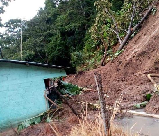 Desbordamientos y deslizamientos dejan lluvias en el Tolima