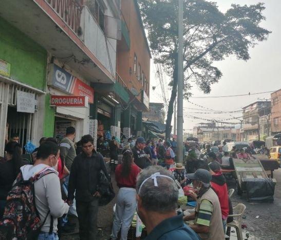 Más de 1.000 personas estuvieron hoy en las plazas de mercado de Ibagué