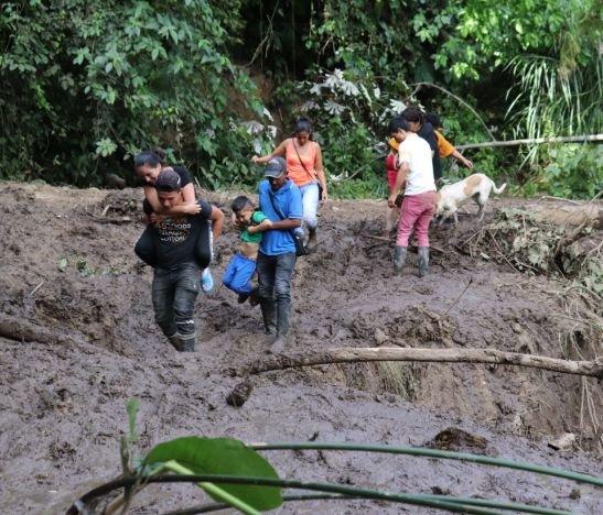 Gobierno Departamental hace presencia en veredas afectadas por lluvias en el municipio de Rovira