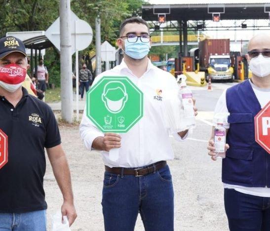 Gobernador (e) lidera campaña contra el COVID-19 en vías de Tolima