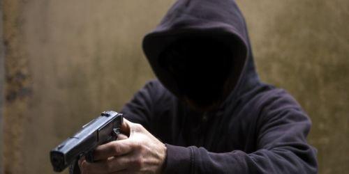 Imagen de referencia de un ladrón armado