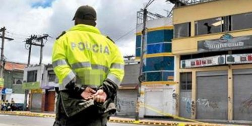 Policía de Espalda